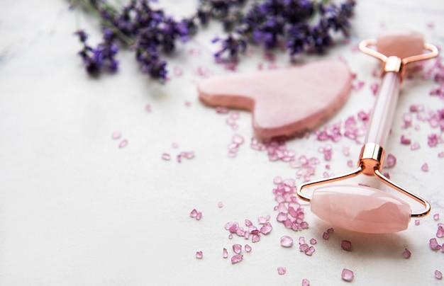Set van natuurlijke organische spa-cosmetica met lavendel.