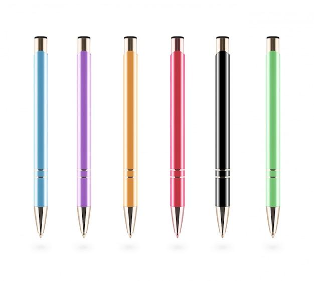 Set van pennen geïsoleerd op een witte achtergrond