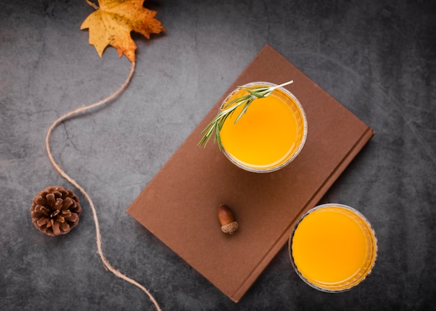 Set van sinaasappelsap bovenaanzicht