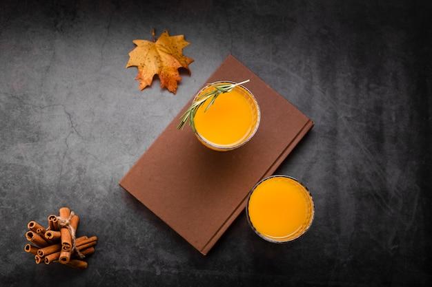 Set van sinaasappelsap plat lag