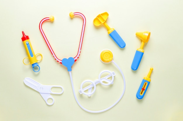 Set van speelgoed medische apparatuur.