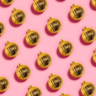Set van vele sieraad gouden kerstballen