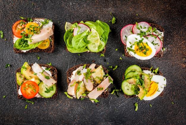 Set van verschillende deense open broodjes smorrebrod