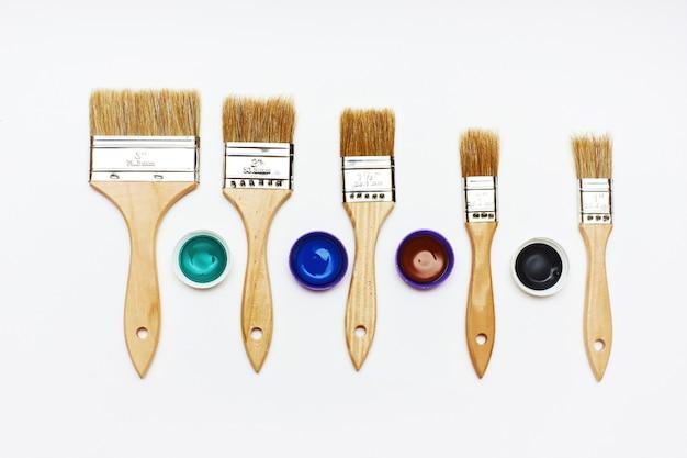 Set van vijf nieuwe renovatieborstels