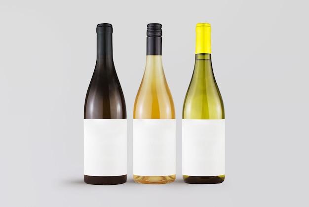 Set van wijnflessen op grijs