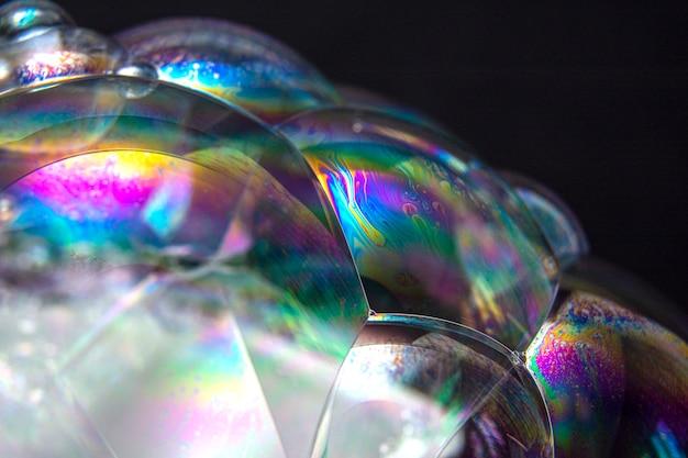 Set van zeepbellen geïsoleerd op zwarte achtergrond. studio-opname. met ruimte tekst kopiëren.