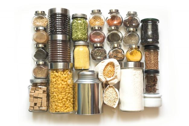 Set van zelfgemaakte voorraden van specerijen