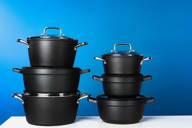 Set van zwart kookgerei
