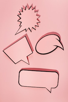 Set van zwarte rand tekstballon op roze achtergrond