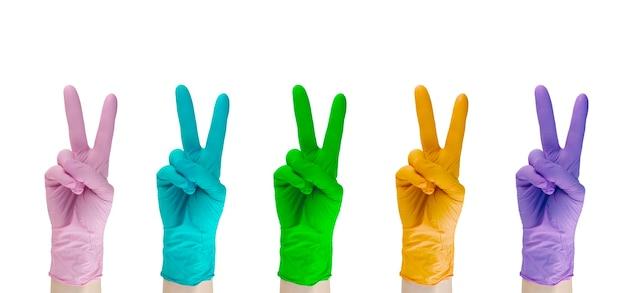 Set veelkleurige rubberen medische handschoenen geïsoleerd op een witte achtergrond.