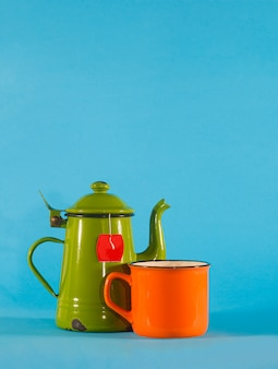 Set vintage theekopje en oranje beker