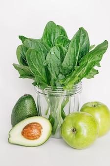 Set voor het maken van sap uit gezond voedsel voor fitness en gewichtsverlies