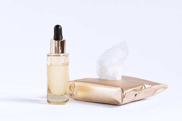 Set voor huidverzorging rond de ogen bestaande uit reinigingsdoekjes en een flesje met een serumpipet