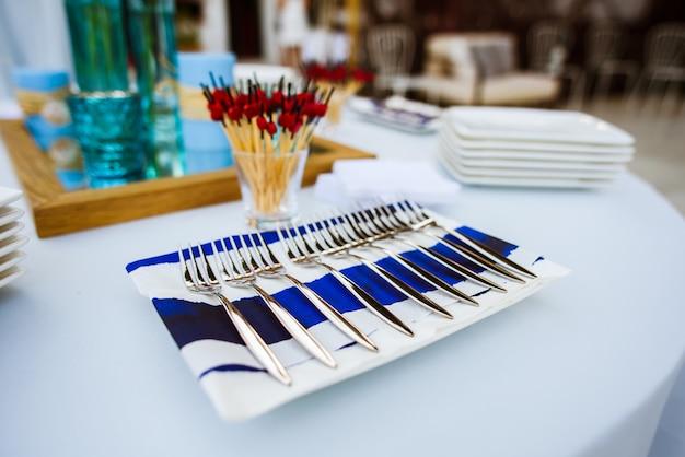 Set vorken op een bord