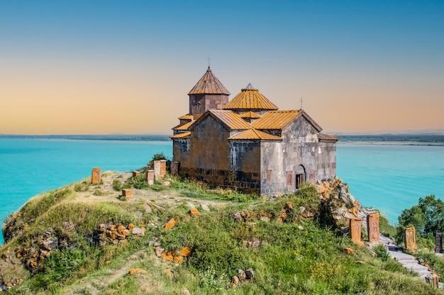 Sevanavank-klooster sevanmeer in de provincie gegharkunik in armenië