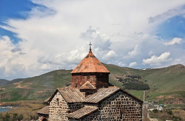 Sevanavankklooster op sevan-meer, armenië