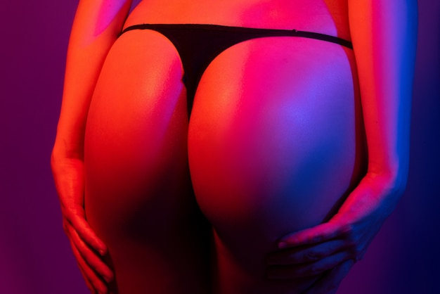 Sexy kont sensuele kont billen in bikini string lingerie close-up