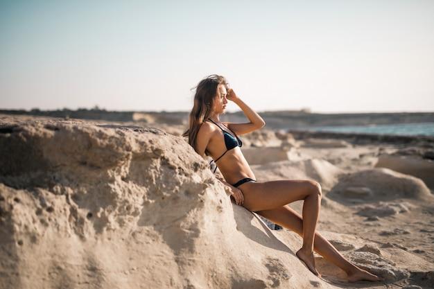 Sexy meisje aan zee