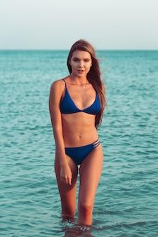Sexy meisje in een bikini