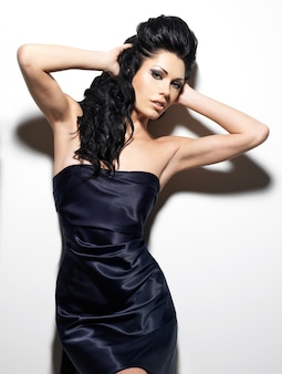 Sexy mooie brunette vrouw met lang haar