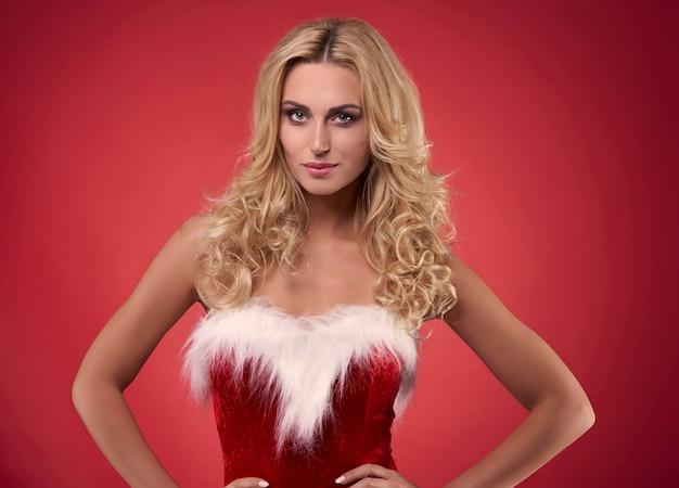 Sexy santa op de rode achtergrond