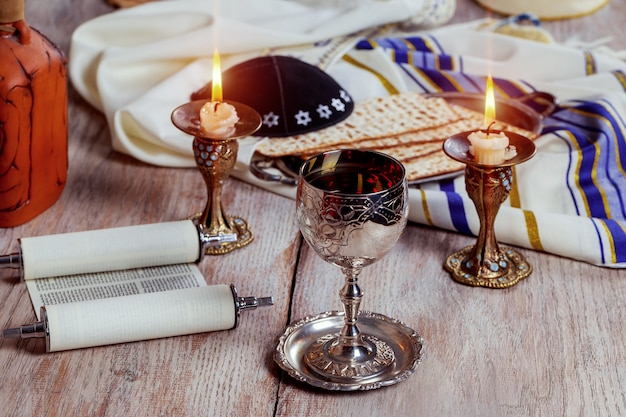 Shabbat shalom - traditioneel joods ritueel matzah, brood,