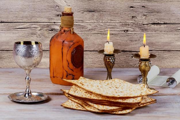 Shabbat shalom - traditionele joodse sabbat rituele matzah-wijn.
