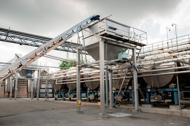 Shabo, oekraïne, 29 juni 2021: moderne apparatuur voor de productie van wijn in de shabo-wijnmakerij, regio odessa, oekraïne