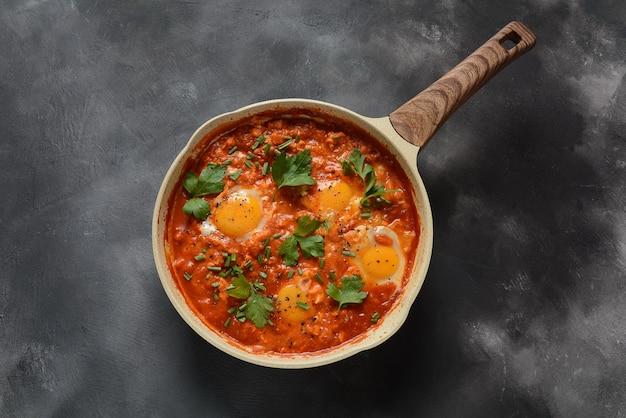 Shakshuka, traditioneel huisgemaakt ontbijt uit het midden-oosten