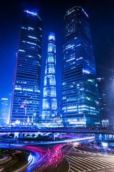 Shanghai lujiazui finance and trade zone van de moderne stadsnacht achtergrond