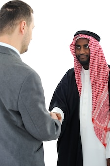 Sheikh die een overeenkomst met kaukasische zakenman maakt