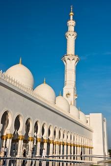 Sheikh zayed white mosque in abu dhabi, de vae