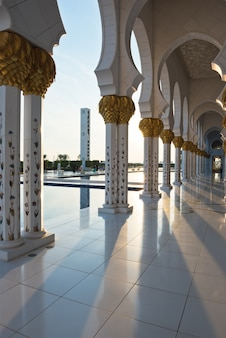 Sheikh zayed white mosque in abu dhabi, de vae