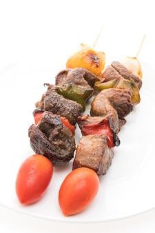 Shish gegrild rundvlees buiten de zomer