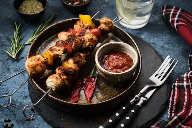 Shish kebab met champignons, cherrytomaat en paprika