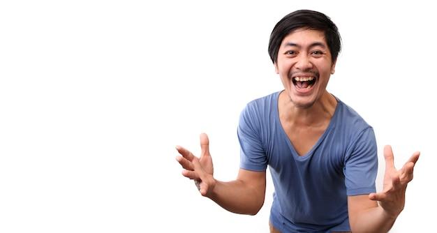 Shock en verrassing gezicht van aziatische man op witte achtergrond.