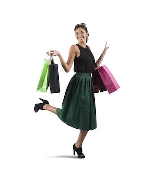 Shopaholic vrouw blij met haar vele aankopen