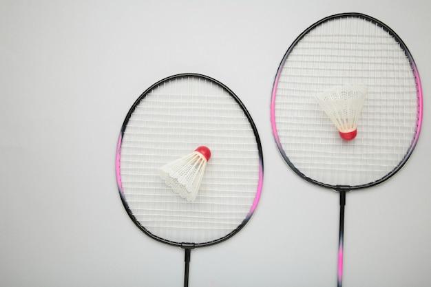 Shuttles en badmintonrackets. badminton-uitrusting