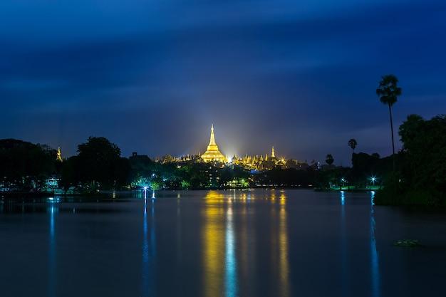 Shwedagon-pagode in yangon, myanmar