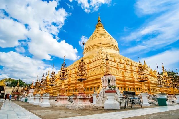 Shwezigon-pagode in bagan, myanmar.