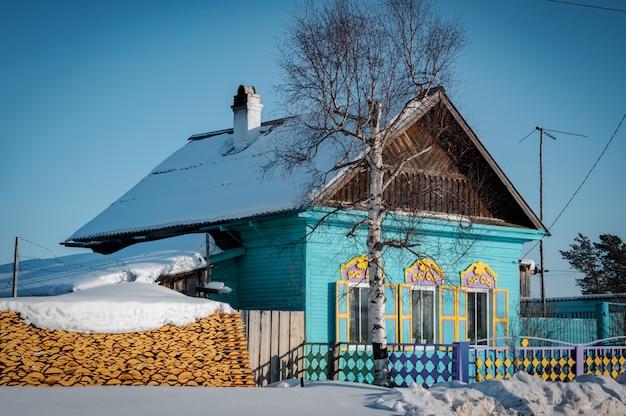 Siberisch huis in ust-barguzin