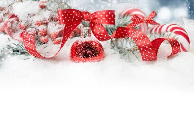 Sierlijke kerst rand in rood met polka dots, tekst ruimte