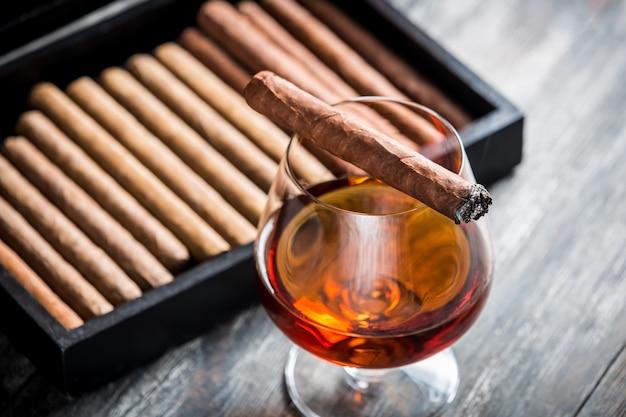 Sigaar en cognac