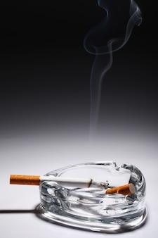 Sigaret in de asbak
