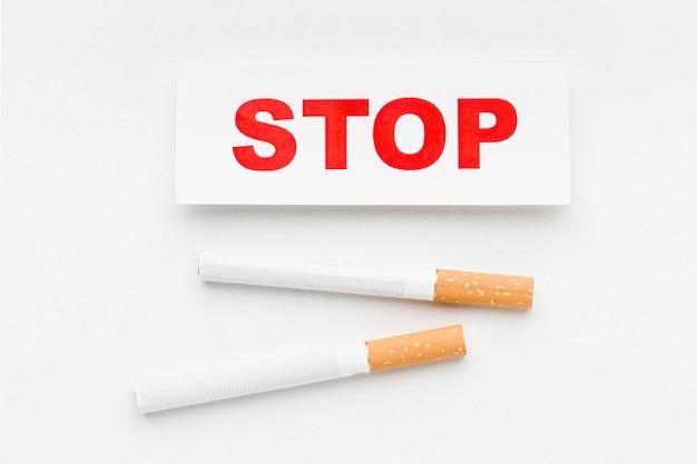 Sigaret met stoppen met roken bericht