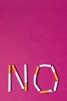 Sigaretten arrangement met kopie-ruimte