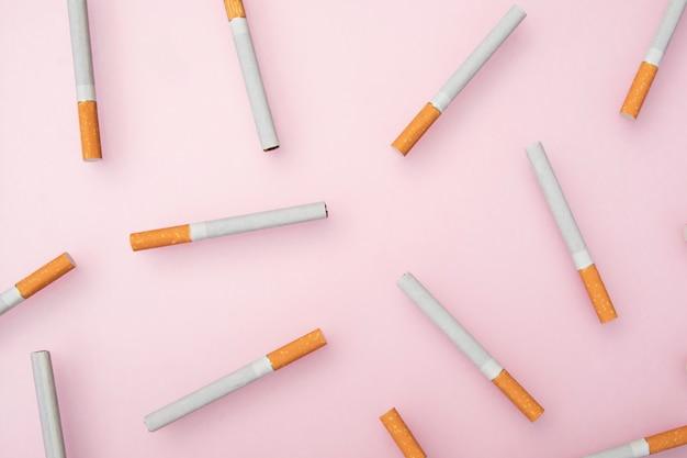 Sigaretten op roze