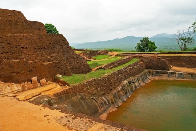 Sigiriya is een oud rotsfort, matale district nabij de stad dambulla