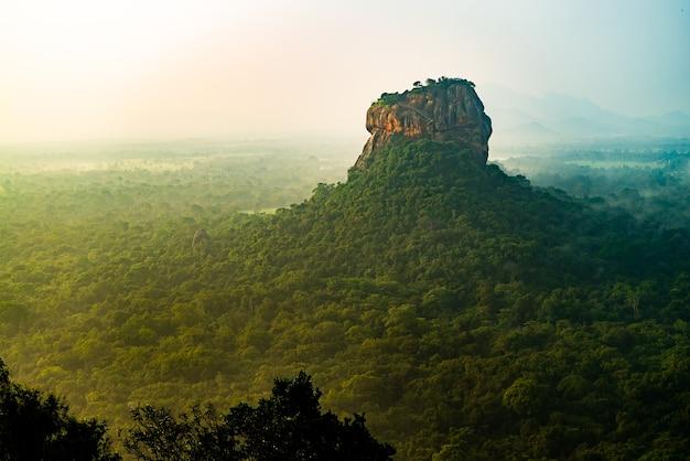 Sigiriya lion rock mount sri lag dawn bovenaanzicht