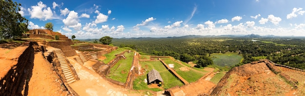 Sigiriya sri lanka, boeddhistische tempel, panoramisch uitzicht
